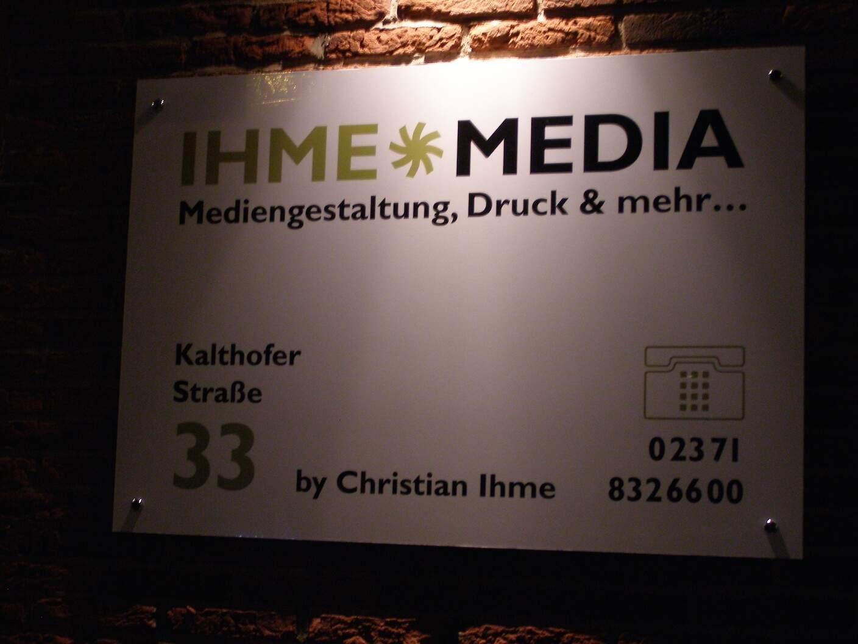 Schild Außenfassade IHME MEDIA